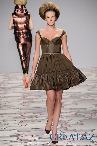 Giles Deacon runway fall/winter 2010.