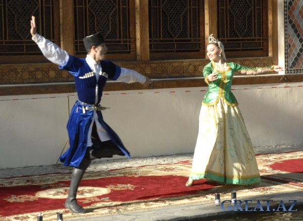 Dance of Azeri Fingers :)