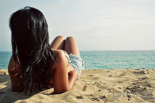 Фото девушек на аву на море брюнетки