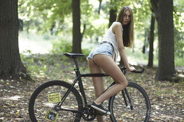 Порно езда на велосипеде с самотыком
