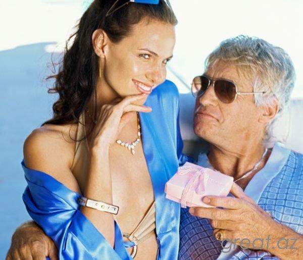 Как обратить на себя внимание мужчины старше
