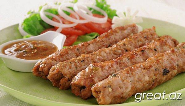 Ev şəraitində lülə-kabab Lavaşda resepti