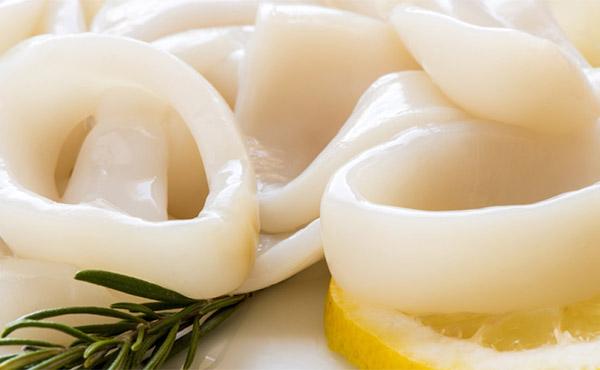 Kalmarları düzgün bişirmək ki, yumşaq olsunlar