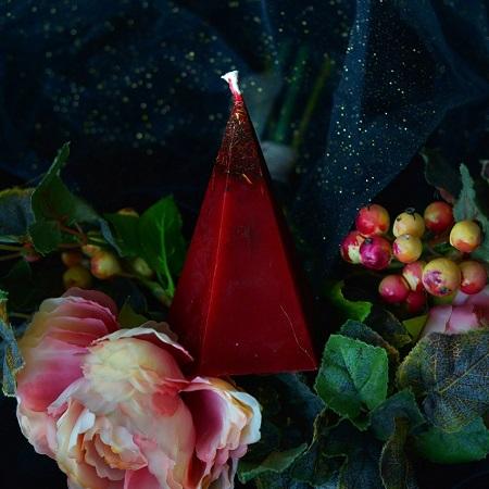 Красные восковые свечи и их применение в магии
