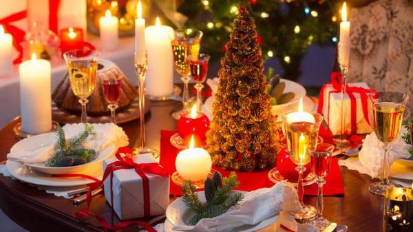 Как сервировать и декорировать новогодний стол