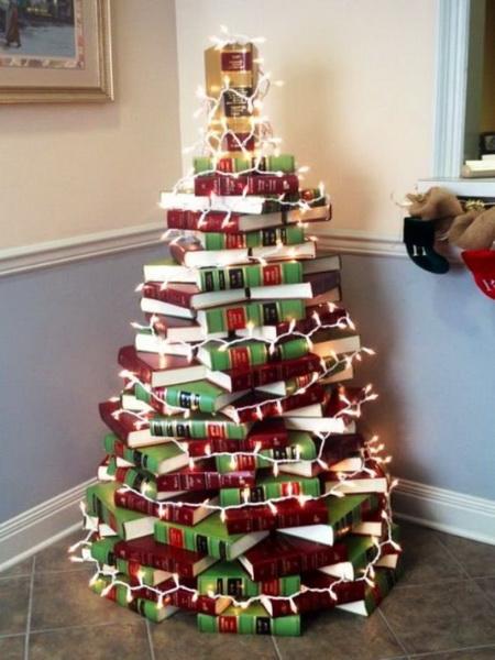 Как сделать креативную елку из книг