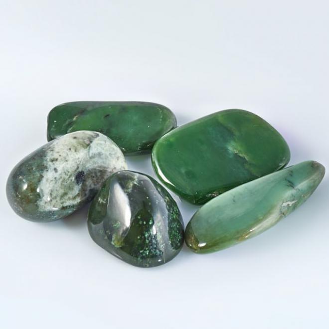 Зеленый нефрит: магические и лечебные свойства камня